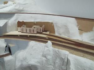 Zona estación serrería en maqueta de trenes