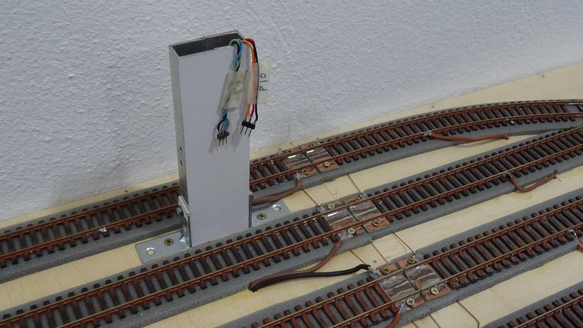 Salida de cables a la parte superior de la maqueta