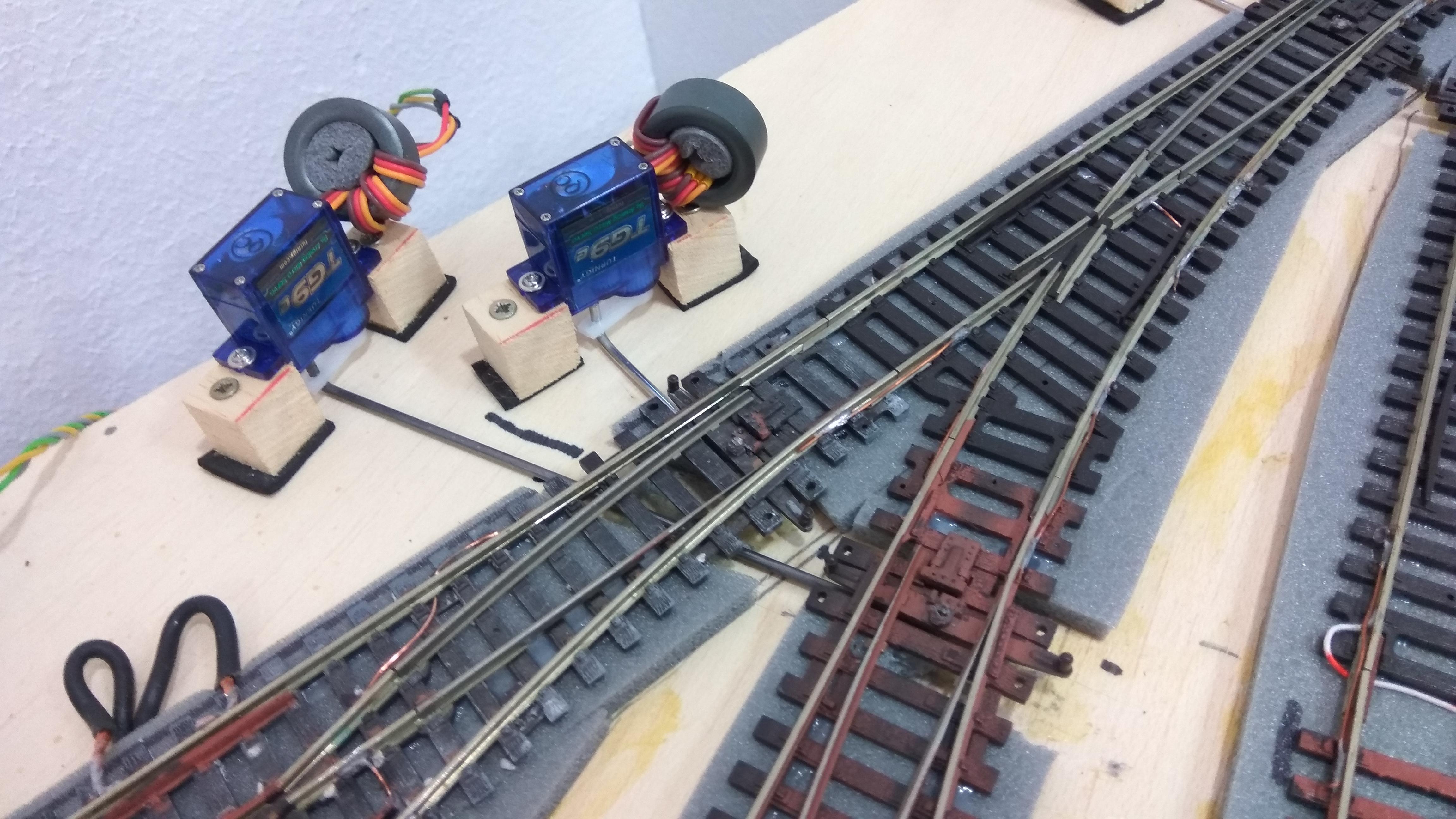 Detalle motores cambio de aguja