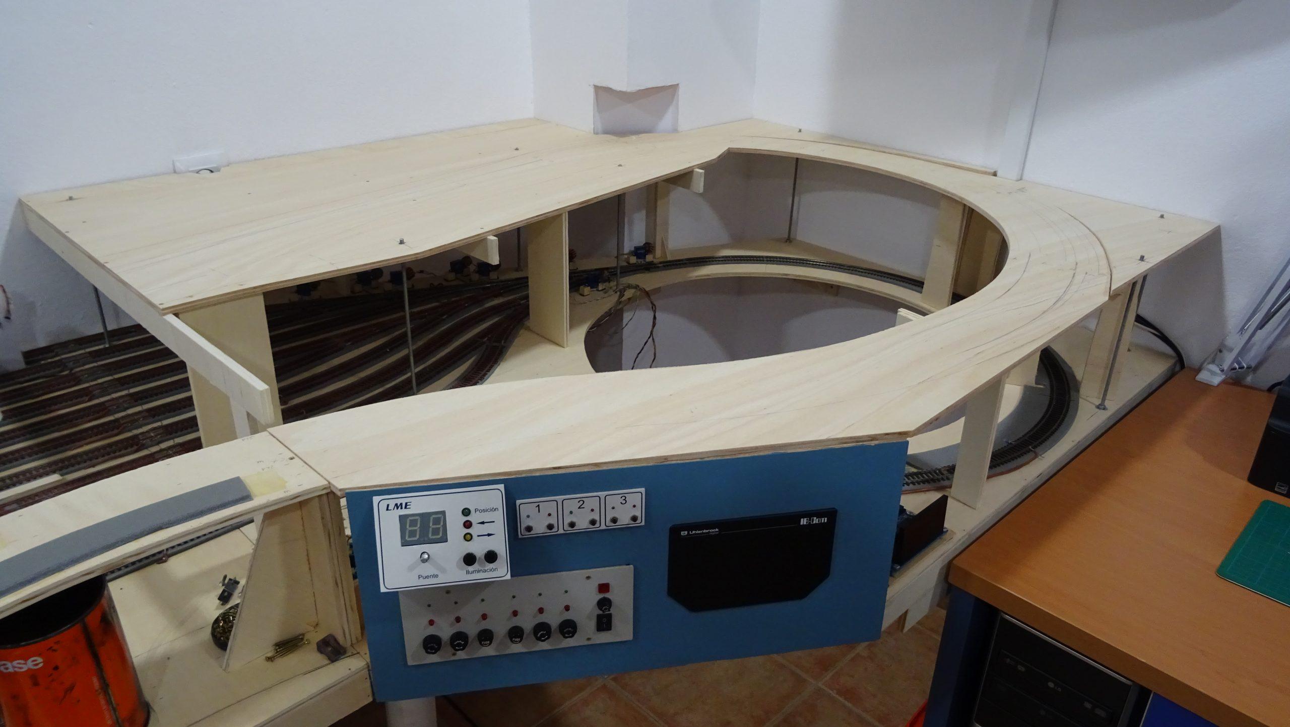 Módulo 1 de la maqueta de trenes con el tablero superior colocado